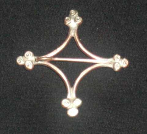 Rautenfibel_12-13 Jh_Bronze_5 cm_Mittelalter